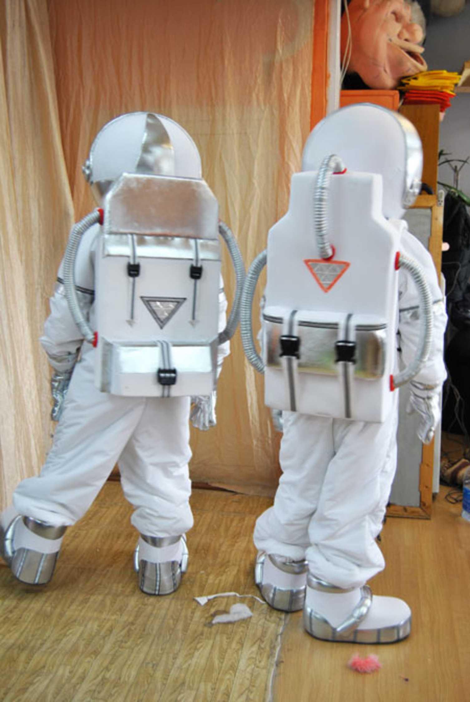 Как сделать космонавта