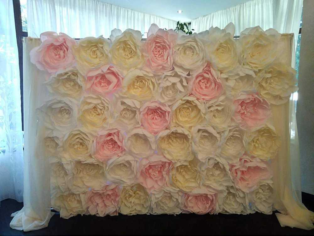 Взять в прокат Архитектура Фотозоны и задники Стена из бумажных цветов; Москва , Москва ул.; Описание: Стена из бумажных пионов, цветы из гофрированной бумаги (италия, 180гр). Ручная работа. Цветовая гамма цветов - розовый, белый, ваниль. Размер стены 2х2 м, есть рамер 2х3 м Доставка рассчитывается отдельно.