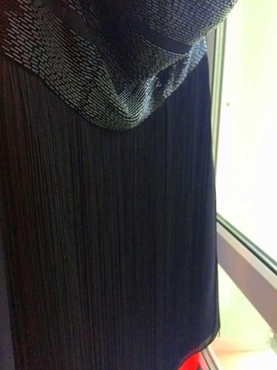 Взять в прокат Женская одежда Платья Платье расшитое бисером ; Москва , метро Аэропорт ул.; Описание: Расшито бисером по пояс. От пояса вниз идет игривая бахрома. Куплено Плюмаже на Кутузовском, одевала 2 раза