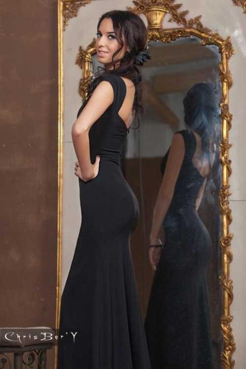Взять в прокат Женская одежда Платья Платье от ChrisBer'Y; Москва , улица Новый Арбат, 5с3 ул.; Описание: Классическое черное платье от ChrisBer'Y обладает магическим магнетизмом. Глубокая линия декольте идеально подчеркивает грудь, изумительный вырез на спине дополняет небольшой элегантный шлейф. Безупречный крой создает точеный силуэт, делая фигуру еще стройнее и одновременно акцентируя внимание на ее пленительных изгибах. Элегантное вечернее платье дня настоящей леди. Размер: XS-S