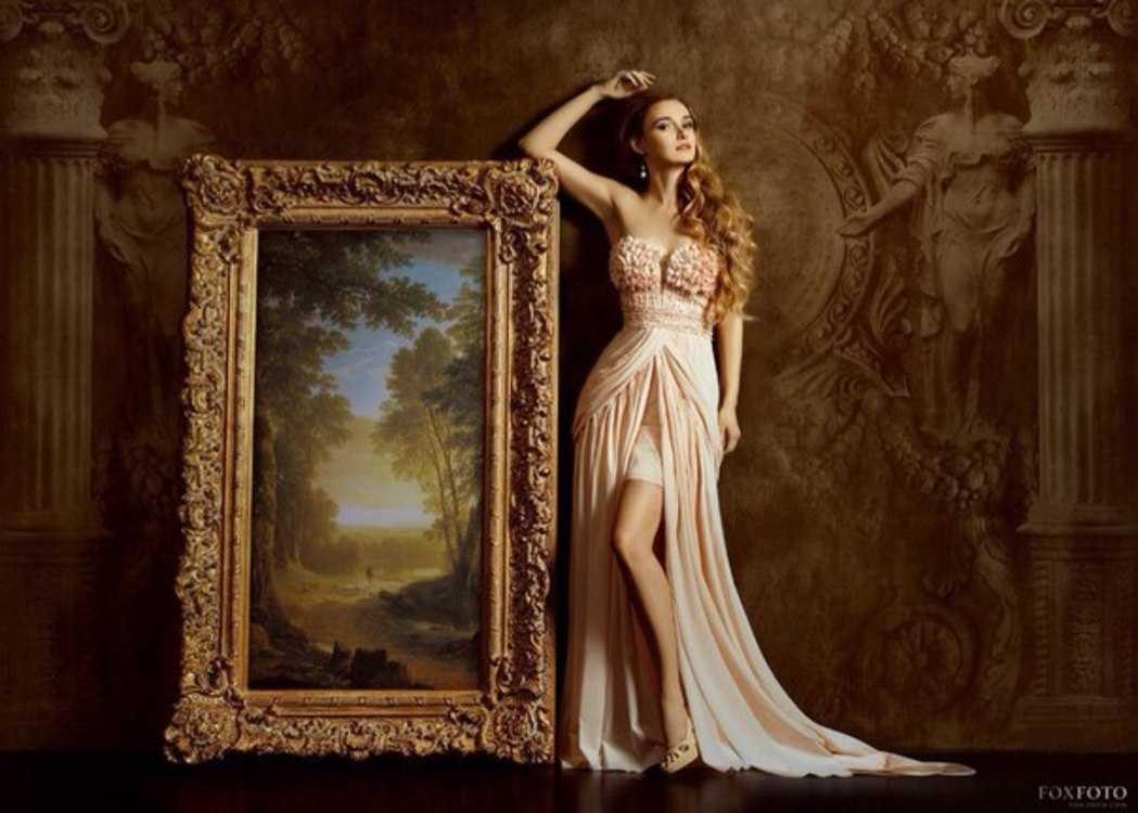 Взять в прокат Женская одежда Платья Адриана ; Москва , улица Новый Арбат, 5с3 ул.; Описание: Цветочный корсет и модная модель разлетающегося шлейфа делают это платье идеальным для свадьбы. Размер XS-S