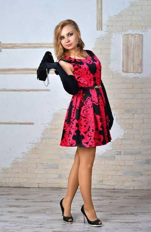 Взять в прокат Женская одежда Платья Вечереее платье; Москва , квартал Изумрудный ул.; Описание: Розово-черное платье насыщенного цвета, длина выше колена, приятная ткань, не мнется