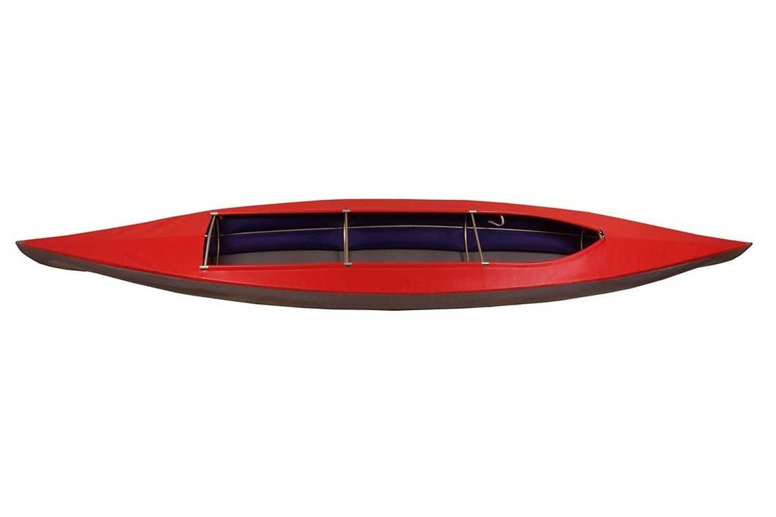 """Взять в прокат Лодки и байдарки Байдарки Каркасная байдарка Добрыня; Москва , 2-я улица Марьиной Рощи, вл22 ул.; Описание: Добрыня - это классическая каркасная байдарка с двумя надувными баллонами вдоль борта (КНБ). Предназначена для туристских походов вдвоем плюс вещи. Не сложная в сборке. Сразу комплектуется фартуком и упаковкой с лямками для переноса на спине.  Длина см.485 Ширина см.86 Вес кг20,05 Мест 2  Байдарка Добрыня это туристическое судно с алюминиевым трубчатым каркасом, сварной оболочкой из ПВХ- ткани и поддувными баллонами из ткани с полиуретановым покрытием.  Оптимальное количество элементов каркаса и использование современных синтетических материалов позволили существенно снизить вес байдарки. Традиционная схема сборки при малом количестве сборочных единиц значительно сокращает время сборки.  Мягкая оболочка байдарки выполнена из высокопрочной водонепроницаемой ткани с ПВХ покрытием. В соединительный шов днища и деки вшиты баллоны из воздуходержащей ткани с полиуретановым покрытием. На деке на носу и на корме пришиты ручки для переноски байдарки.  Байдарка каркасная двухместная изготовлена из труб сплава Д16Т и состоит из штевней, кильсона, шпангоутов № 1,2,3,4, фальшбортов и стрингеров.  В комплект поставки входит фартук, состоящий из 3-х частей: носовой, кормовой и центральный. Каждая из частей может быть закреплена отдельно.  Наличие центральной части фартука позволяет отдельно загружать """"багажник"""" в центре без съёма носовой и кормовой части фартука.  Помимо этого, носовые и кормовые посадочные места в фартуке позволяют производить посадку и высадку из байдарки без снимания фартука. Швы фартука проклеены.  Байдарка каркасная двухместная Добрыня - это прекрасное решение для активного отдыха на природе, а всё что нужно уже входит в комплект. В комплектацию входят:  Две сидушки из двойной пены EVA 15mm (50х30см и 35х30см), которые крепятся на кильсон при помощи 2-х липучек каждая (полоска «жесткой» липучки 8-10см и полоска «мягкой» липучки 25см). Сид"""