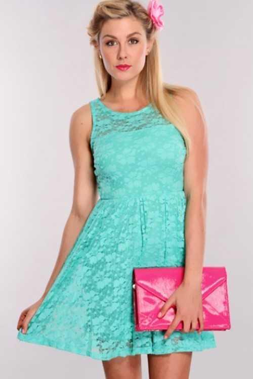 Кружевное бирюзовое платье с чем носить