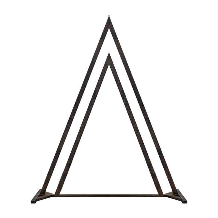 Взять в прокат Архитектура Арки Арка треугольная; Москва , Старопетровский проезд, 7Ас6 ул.; Описание: Арка треугольная из металла, покрашена под дерево. Высота 2,5 м, ширина 2,3 м.