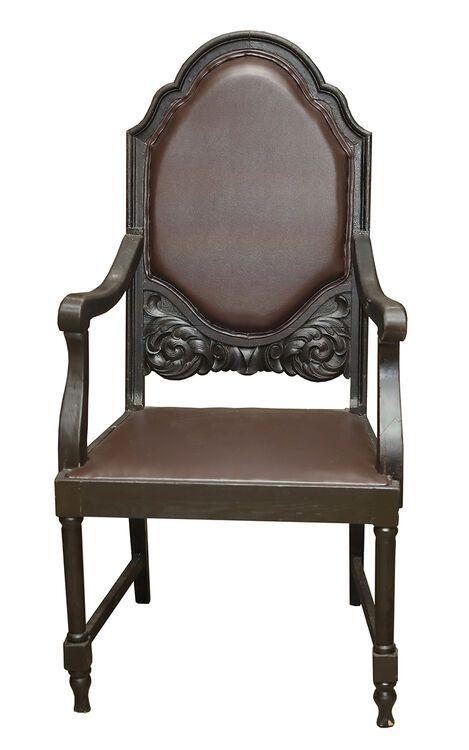 Взять в прокат Мебель Кресла Кресло резное коричневое; Москва , улица Академика Королёва, 12 ул.; Описание: