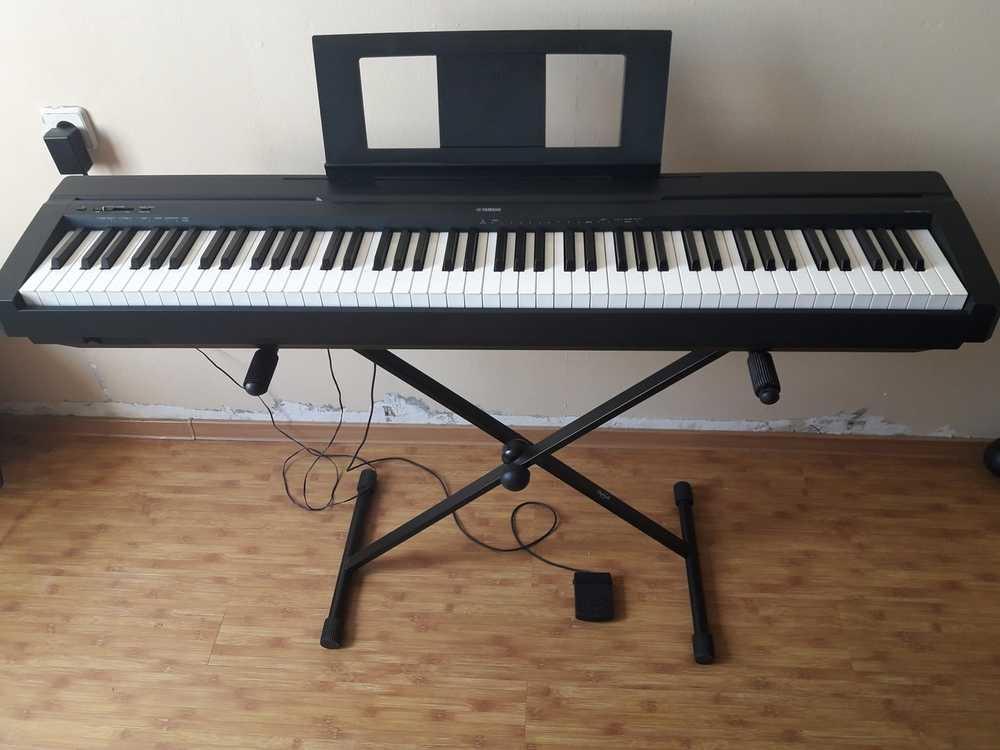 Взять в прокат Музыкальные инструменты Клавишные Цифровое пианино; Москва , Москва ул.; Описание: Цифровое пианино. Музыкальный инструмент японской компании Yamaha. Куплен в 2017 году, состояние - отличное.  Компактный корпус, удобная клавиатура, а также самая лучшая «начинка» делают это пианино – идеальным выбором для любого музыканта, независимо от уровня подготовки. Реверберация настоящего рояля, интуитивно понятное управление. Легкий и компактный корпус. В комплекте: пюпитр, адаптер, педаль и удобный для перевозки чехол.