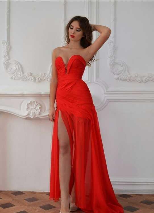 Взять в прокат Женская одежда Платья Lady in red №0620; Москва , улица Новый Арбат, 5с3 ул.; Описание: Великолепное красное платье - корсет с утонченным шлейфом (№0620). Размер: XS, S
