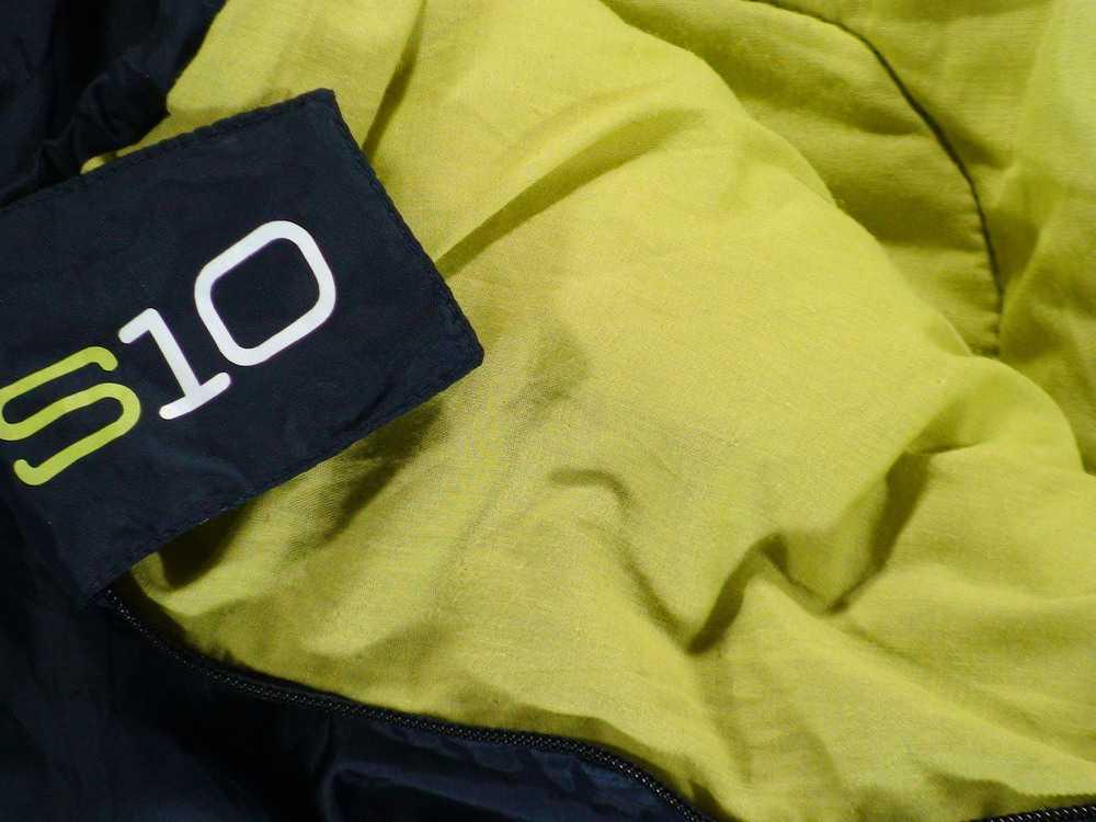 Взять в прокат Туризм Спальные мешки QUECHUA S10 XL комфорт +9 (235 см); Москва , Свободный проспект, 9к3 ул.; Описание: Спальный мешок Quechua S10 XL (прокат на сутки возможен только в периоде со вторника по четверг, начиная с пятницы минимальный срок проката 3-и дня до полудня 12:00 понедельника или более). Широкий в плечах и просторный в ногах спальный мешок-кокон кемпинговой серии. Температура комфорта +9°С. Может состёгиваться с аналогичным спальником (в наличии всегда есть парные). Уютный капюшон регулируется утяжкой. Утеплитель 4-х канальный HolowFiber Внешняя прочная ткань из полэфирных волокон Подкладка выполнена из смесевой ткани 35/65% хлопка Длина 200 + 35 см капюшон, ширина в плечах 80 см, в ногах 60 см. Рост до 200 см. Упаковывается в компрессионный мешок 38 х 23 см для удобной транспортировки. Вес 1,690 грамм. Минимальный вес 1,6 кг. ! Все спальники всегда выдаются в чистом виде, без запаха и различных дефектов. После приемки проходят тщательную хим.чистку !