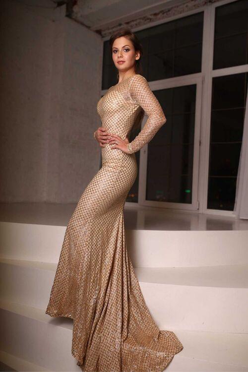 Взять в прокат Женская одежда Платья Платье для фотосессии; Москва , Москва пресненский вал 4/29 ул.; Описание: Блестящее золотое платье. Идеально подойдёт для фотосессии. В нём Вы почувствуете себя настоящей принцессой!