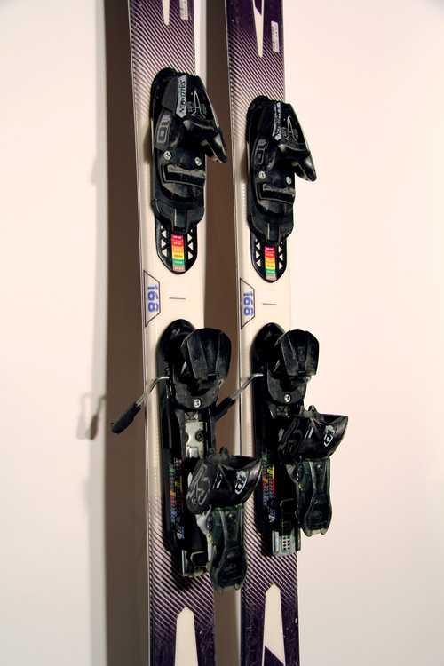 Взять в прокат Зимний инвентарь Горные лыжи Горные лыжи Salomon Enduro LX 750R ; Москва , Москва ул.; Описание: 123-75-104