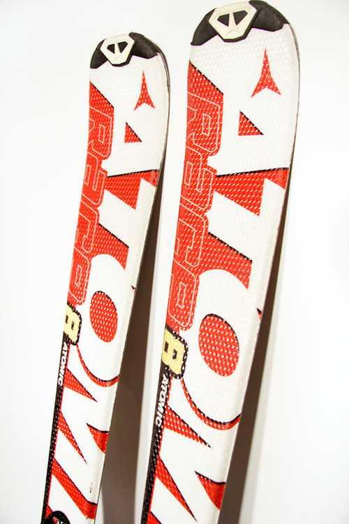 Взять в прокат Зимний инвентарь Горные лыжи Горные лыжи Atomic Race 8; Москва , Москва ул.; Описание: 106,5-65-87