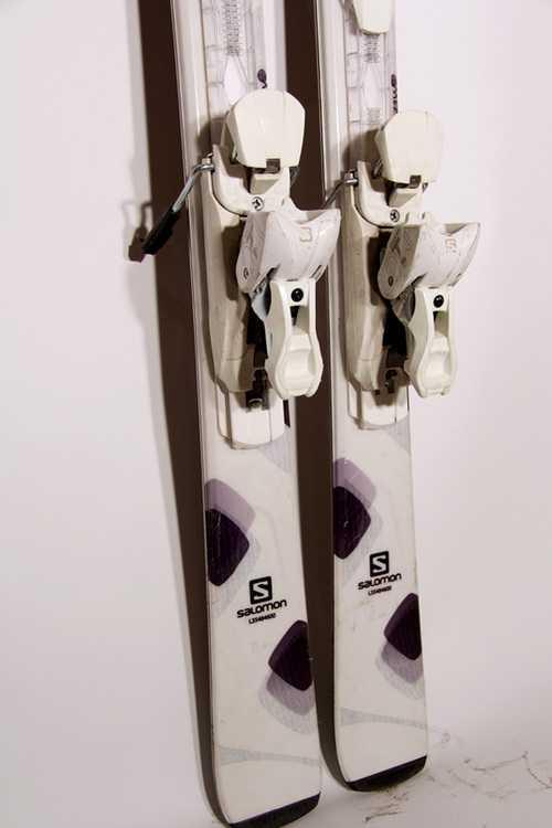 Взять в прокат Зимний инвентарь Горные лыжи Горные лыжи Salomon White; Москва , Москва ул.; Описание: