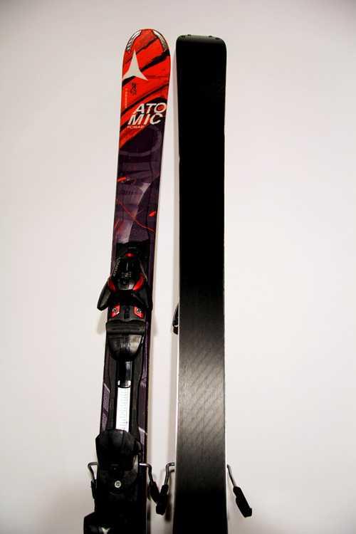 Взять в прокат Зимний инвентарь Горные лыжи Горные лыжи Atomic Nomad smoke крас; Москва , Москва ул.; Описание: 122,5-76-102