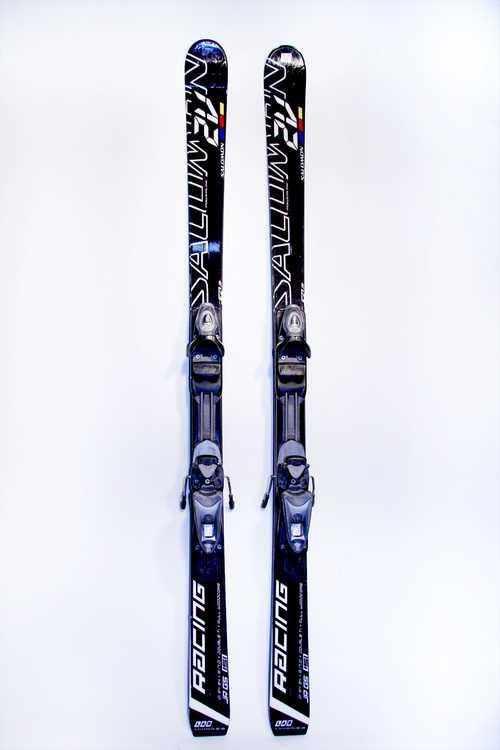 Взять в прокат Зимний инвентарь Горные лыжи Горные лыжи Salomon J 2V Race jr; Москва , Москва ул.; Описание: