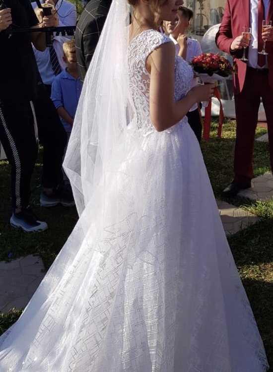 Взять в прокат Женская одежда Платья Роскошное свадебное платье; Москва , Москва ул.; Описание:
