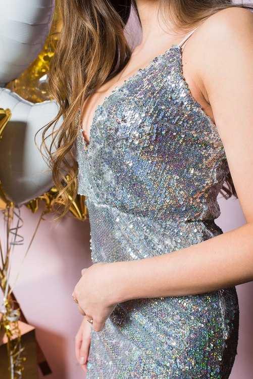 Взять в прокат Женская одежда Платья Серебряное мини-платье; Санкт-Петербург , Конюшенная площадь, 2В ул.; Описание: