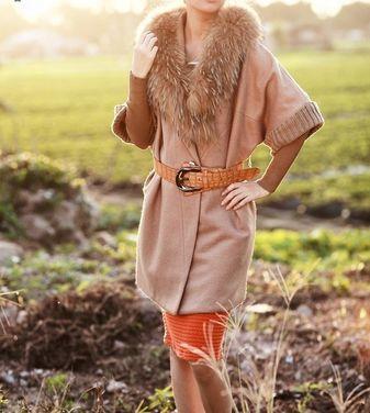 Верхняя одежда Пальто бежевое с меховым воротником напрокат | Аренда и прокат – Москва
