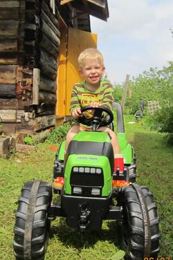 Игрушки Мега игрушка! Педальный трактор напрокат   Аренда и прокат – Санкт-Петербург