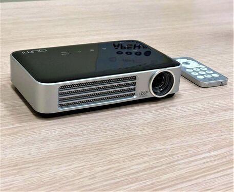 Проекторы Карманный проектор Vivitek Qumi Q6 напрокат | Аренда и прокат – Москва