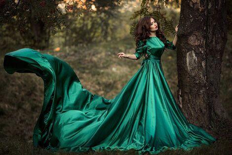 Платья Изумрудное платье с большим шлейфом напрокат | Аренда и прокат – Санкт-Петербург