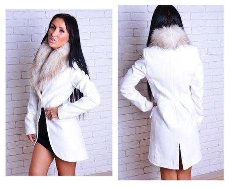 Верхняя одежда Белое пальто с меховым воротником напрокат | Аренда и прокат – Москва