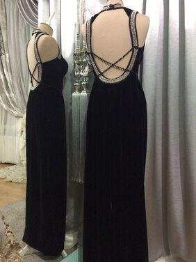 Платья черное платье с открытой спиной напрокат | Аренда и прокат – Санкт-Петербург