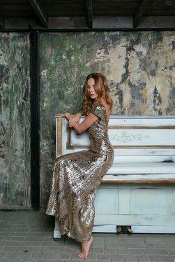 Платья Золотое платье с открытой спиной напрокат | Аренда и прокат – Санкт-Петербург