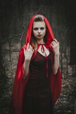 Костюмы Красный плащ и платье напрокат | Аренда и прокат – Санкт-Петербург