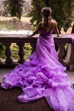 Платья Эффектное платье со шлейфом напрокат | Аренда и прокат – Санкт-Петербург