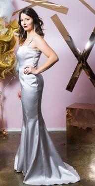Платья Атласное платье макси с лифом-бандо напрокат | Аренда и прокат – Санкт-Петербург