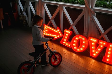 Светильники Буквы LOVE c лампочками  напрокат | Аренда и прокат – Москва