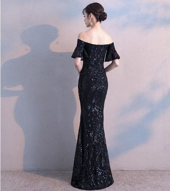 Платья Черное платье c открытыми плечами напрокат | Аренда и прокат – Москва