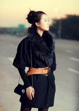 Верхняя одежда Черное пальто с мехом напрокат | Аренда и прокат – Москва
