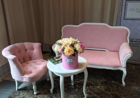 Диваны Розовый диванчик напрокат   Аренда и прокат – Москва