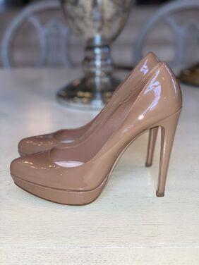 Обувь Лаковые нюдовые туфли Miu Miu напрокат | Аренда и прокат – Москва